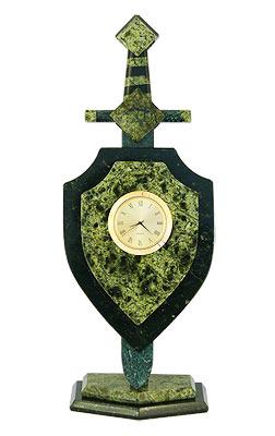 """Часы из камня """"щит и меч"""", камень змеевик арт.3072 сувениры из змеевика"""