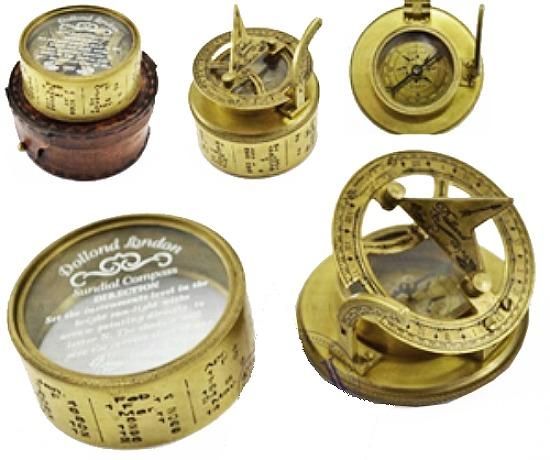 Морской компас в кожаном футляре